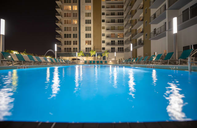 Channel Club Apartments - 1105 E Twiggs St, Tampa, FL 33602