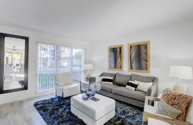 Evoq Apartment Homes - 3550 Paradise Rd, Paradise, NV 89169