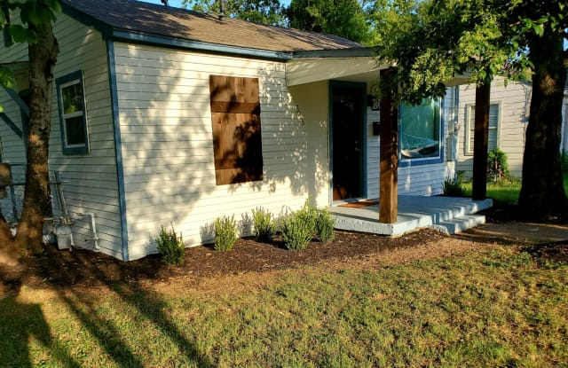 516 Phinney Avenue - 516 Phinney Ave, Cockrell Hill, TX 75211
