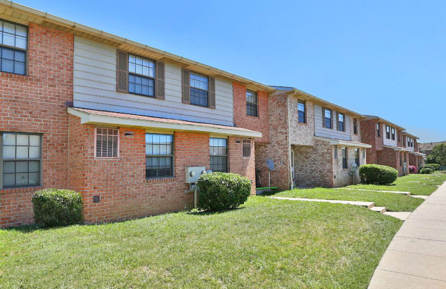Chapel Valley Townhomes - 8 Chapel Towne Cir, Perry Hall, MD 21128