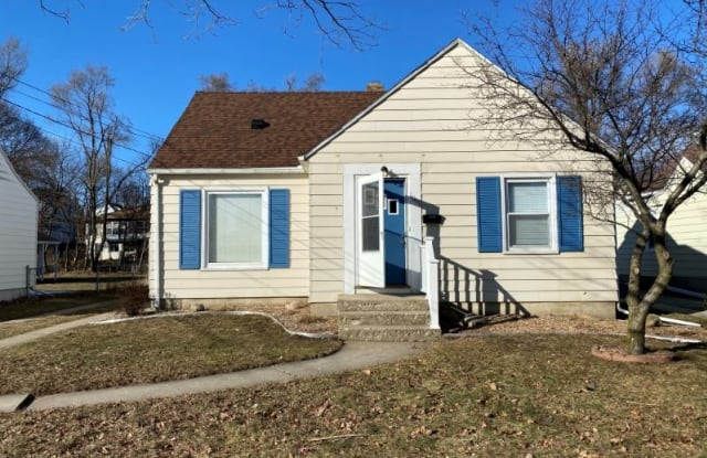 1049 Evelyn St NE - 1049 Evelyn Street Northeast, Grand Rapids, MI 49505