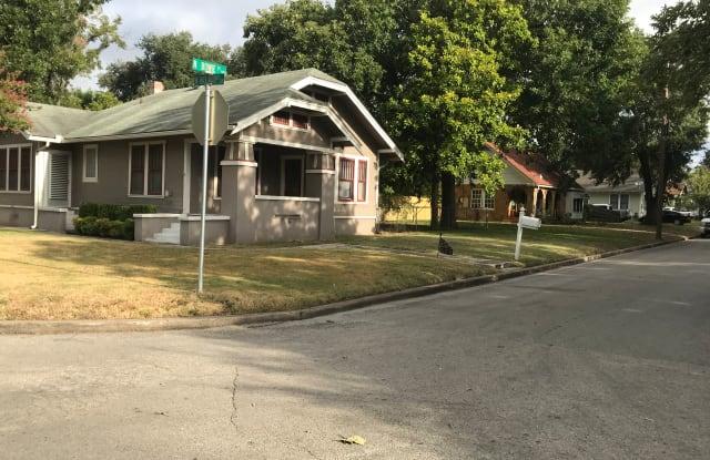 502 N Bowie St - 502 North Bowie Street, Seguin, TX 78155