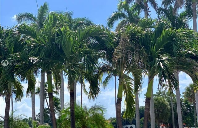 5313 Collins Ave - 5313 Collins Avenue, Miami Beach, FL 33140