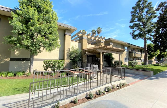 Cross Roads Apartments - 222 N Muller St, Anaheim, CA 92801