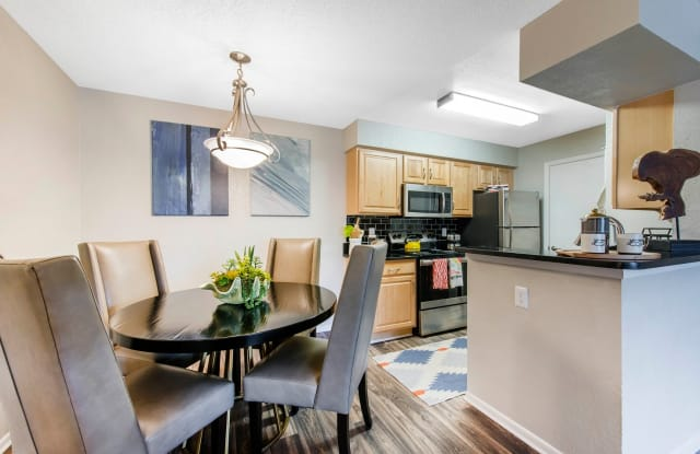 Ashford at Feather Sound Apartments - 13621 Feather Sound Cir E, Clearwater, FL 33762