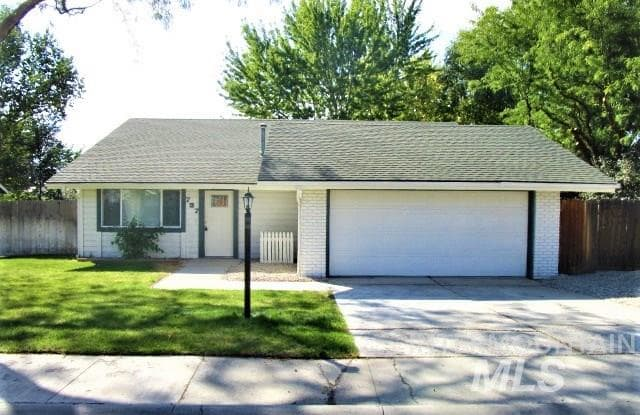 737 N Beachwood Street Eagle Id Apartments For Rent