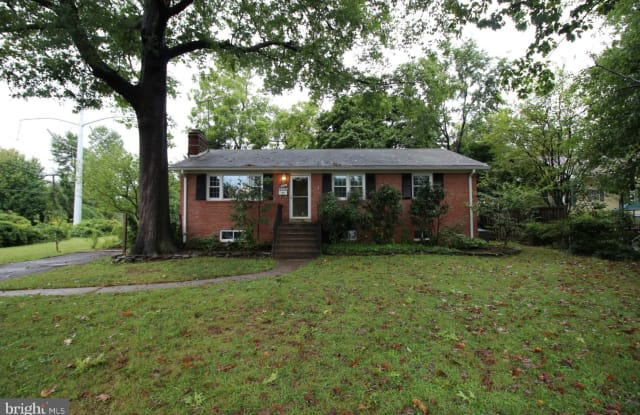 401 N OAK STREET - 401 North Oak Street, Falls Church, VA 22046