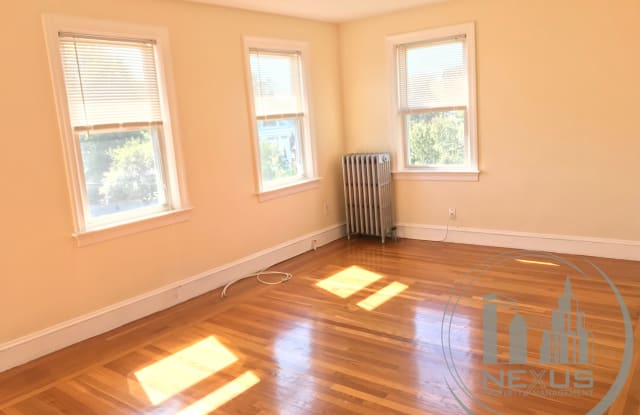165 N Wentworth Ave Apt 3W - 165 Wentworth Ave, Cranston, RI 02905