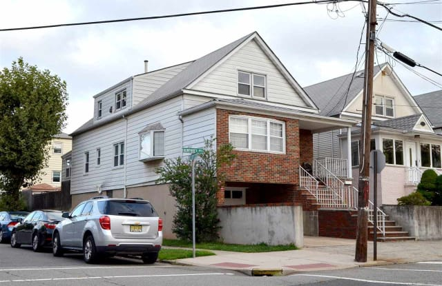 23 HUMPHREY AVE - 23 Humphrey Avenue, Bayonne, NJ 07002