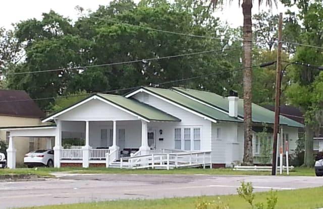 117 SW PARSHLEY - 117 Parshley St SW, Live Oak, FL 32064