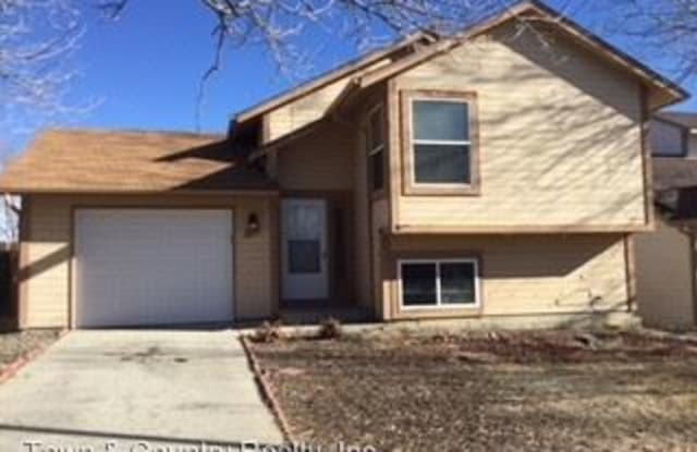 835 Greenbrier - 835 Greenbrier Drive, Colorado Springs, CO 80916