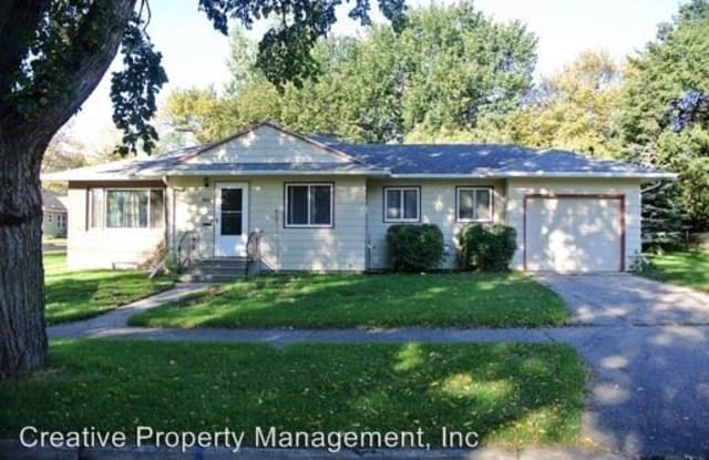 901 10th St NW - 901 10th Street Northwest, Minot, ND 58703