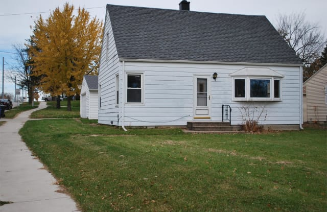 1732 Wilson Avenue SW - 1732 Wilson Avenue Southwest, Cedar Rapids, IA 52404