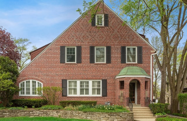 330 Radcliffe Way - 330 Radcliffe Way, Hinsdale, IL 60521