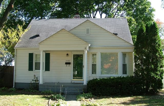 2702 N MAIN Street - 2702 North Main Street, Royal Oak, MI 48073