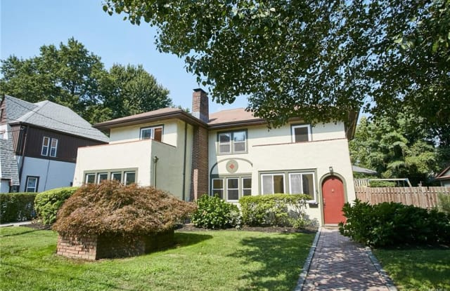 44 Chester Place - 44 Chester Pl, New Rochelle, NY 10801