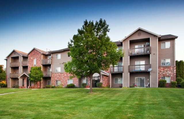Barrington Park by Broadmoor - 3634 Glen Oaks Boulevard, Sioux City, IA 51104