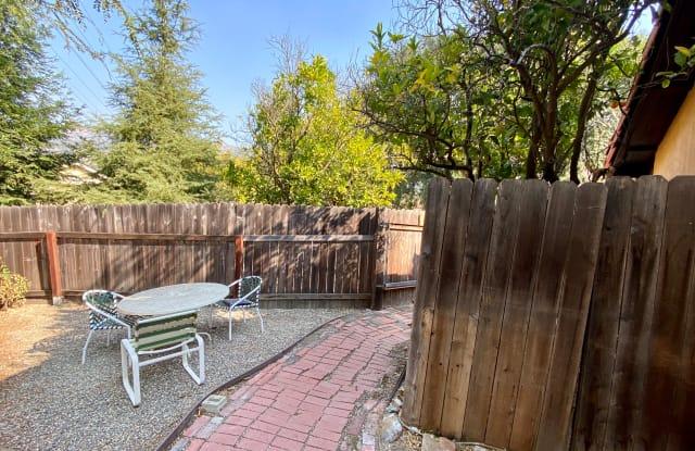 495 Ranchita Vista Road - 495 Ranchito Vista Road, Montecito, CA 93108