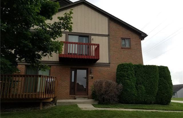 143 MEADOW LANE Circle - 143 Meadow Lane Circle, Rochester Hills, MI 48307
