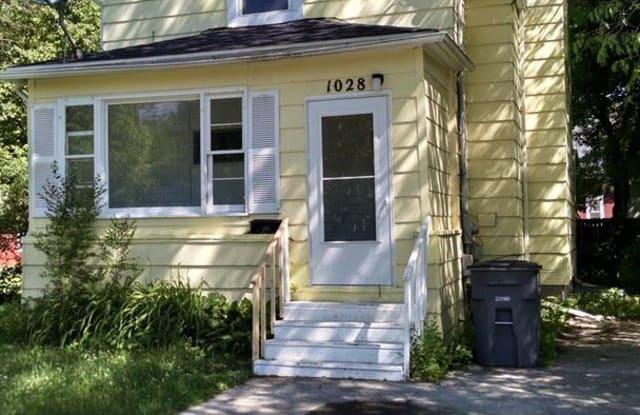 1028 4th Ave S - 1028 4th Avenue South, Moorhead, MN 56560