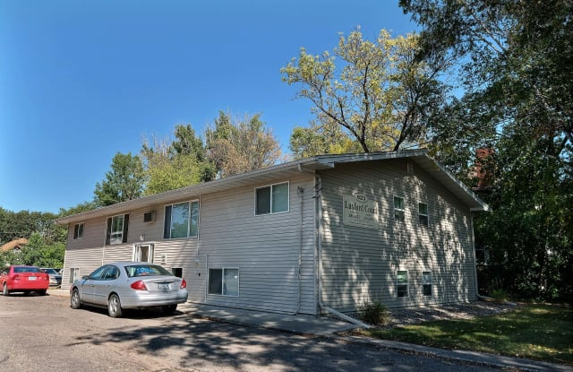 Luxford Court - 823 10th Avenue North, Fargo, ND 58102