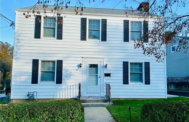19 Anstice Street - 19 Anstice Street, Oyster Bay, NY 11771