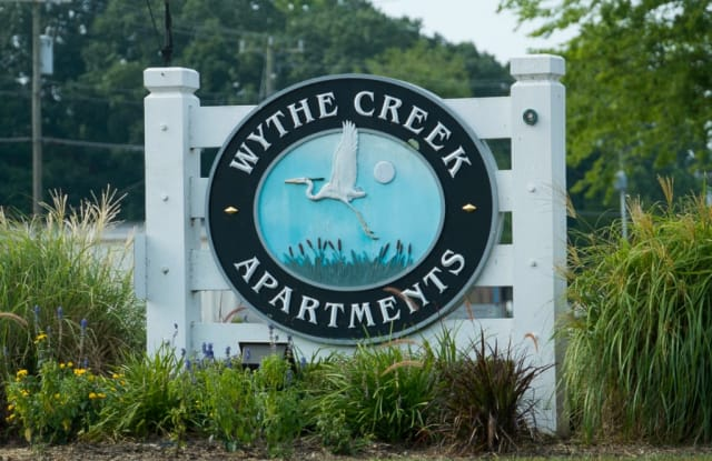 Wythe Creek Apartments - 547 Wythe Creek Rd, Poquoson, VA 23662
