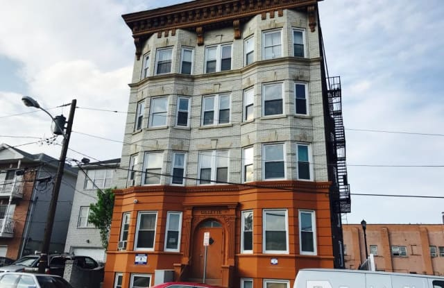 34 Gillette Place - 34 Gillette Place, Newark, NJ 07114
