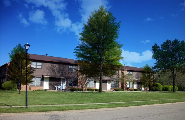 300 Chapel square circle - 300 Chapel Square Circle, Louisville, OH 44641