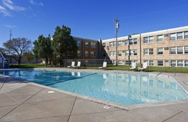 Hillsboro Court - 2701 Hillsboro Ave N, New Hope, MN 55427