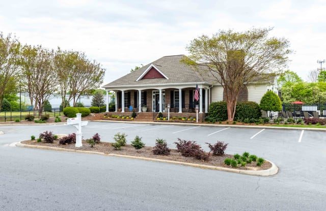 Estates at Bellwood - 7 Southpointe Dr, Greenville, SC 29607