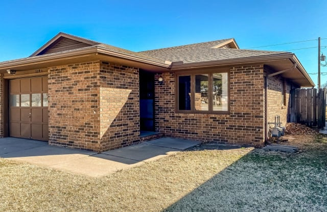 809 32nd Terrace - 809 32nd Terrace, Hutchinson, KS 67502