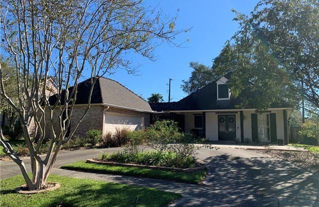 8249 OAK CREEK Drive - 8249 Oak Creek Drive, Oak Hills Place, LA 70810