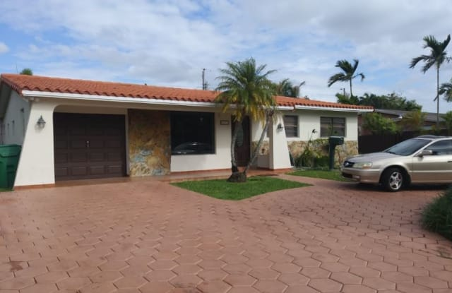 10311 sw 50 terr - 10311 Southwest 50th Terrace, Westwood Lakes, FL 33165