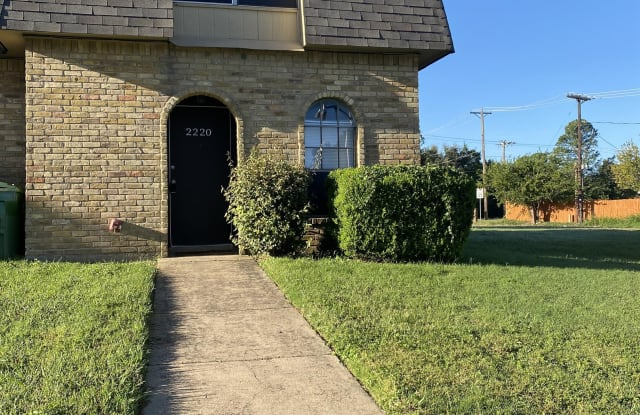 2220 Westmoor Place - 2220 Westmoor Pl, Arlington, TX 76015