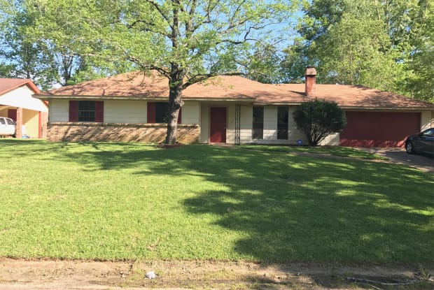140 Elmwood Pl - 140 Elmwood Place, Jackson, MS 39212