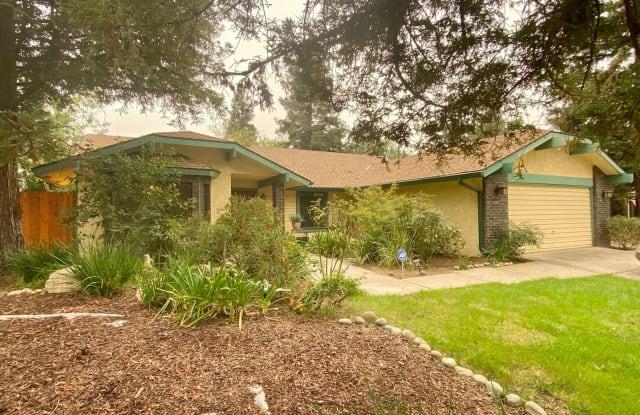 675 E Quincy Ave - 675 East Quincy Avenue, Fresno, CA 93720