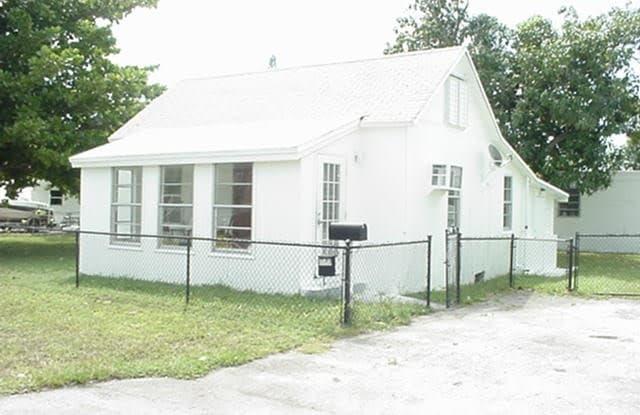 320 NE 1st Court - 320 Northeast 1st Court, Hallandale Beach, FL 33009