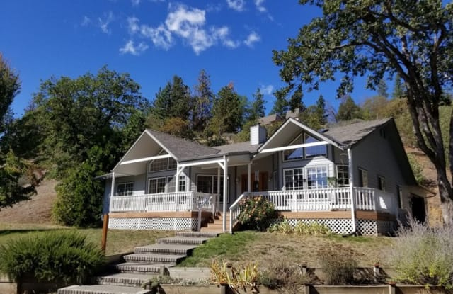 8220 Oregon 238 - 8220 Oregon Highway 238, Ruch, OR 97530