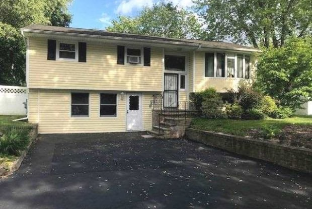 7 Autumn Dr - 7 Autumn Drive, East Northport, NY 11731