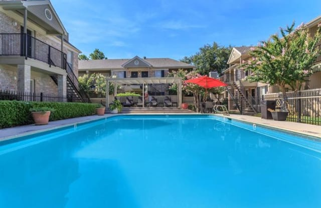 Hunter's Point Apartment Homes - 12580 Piping Rock Dr, Houston, TX 77077