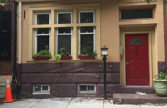 927 Spruce St Apt 2R - 927 Spruce Street, Philadelphia, PA 19107