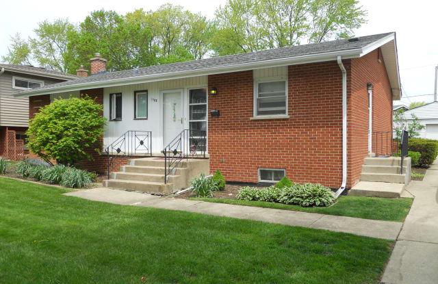 1508 West GROVE Street - 1508 West Grove Street, Arlington Heights, IL 60005