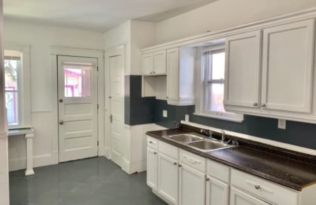 2108 W 91st St - 2108 West 91st Street, Cleveland, OH 44102