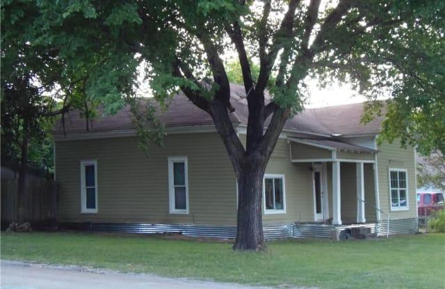 1001 E Washburn - 1001 Washburn St, Taylor, TX 76574