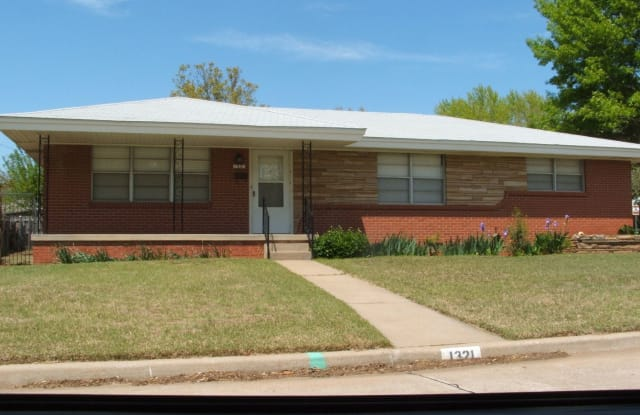 1321 Lindale Ave - 1321 Lindale Ave, Norman, OK 73069