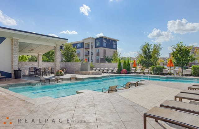 82 Flats - 8515 Clearwater Ln, Indianapolis, IN 46240