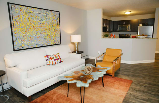 Valley Creek Apartments - 1707 Century Cir, Woodbury, MN 55125