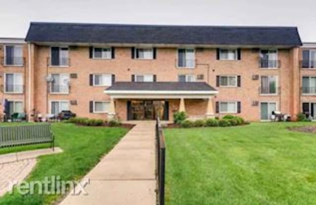 560 Lawrence Ave Apt 201 - 560 Lawrence Avenue, Roselle, IL 60172