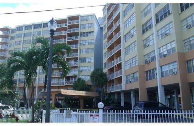 2025 NE 164 ST - 2025 NE 164th St, North Miami Beach, FL 33162